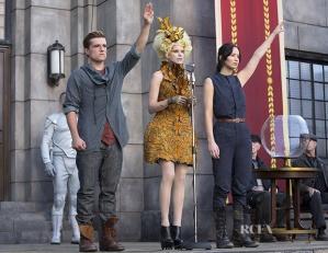 Elizabeth-Banks-As-Effie-Trinket-In-Alexander-McQueen-The-Hunger-Games-Catching-Fire
