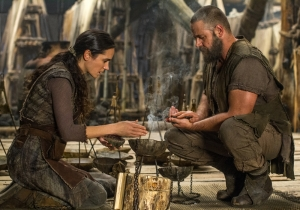 Jennifer-Connelly-and-Russell-Crowe-in-Noah-2014-Movie-Image-2