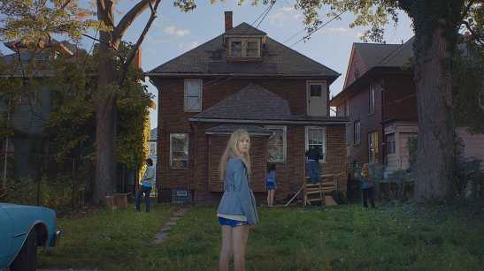 KEY 03_It Follows-2-0-2000-0-1125-crop
