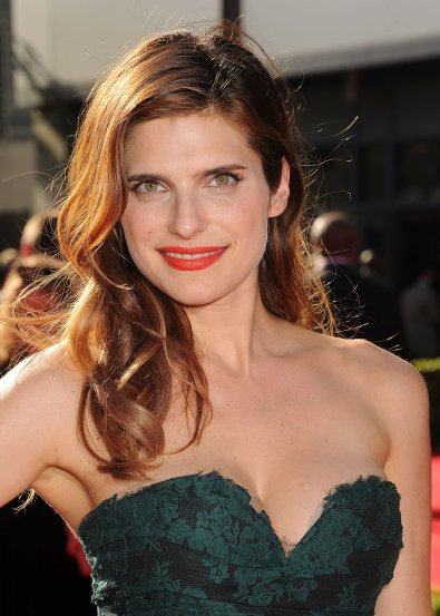 Lake-Bell-another-star-who-wore-over--shoulder-look