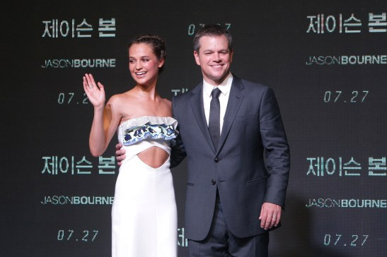 Matt-Damon-Jason-Bourne-Seoul-Movie-Premiere-Red-Carpet-Fashion-Louis-Vuitton-Tom-Lorenzo-ite-1