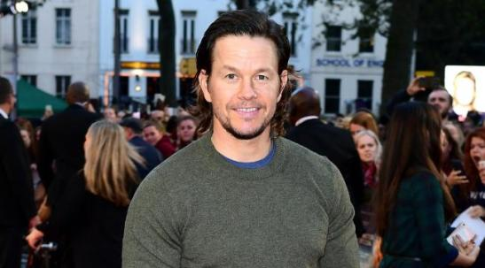 mark-wahlberg-dresses-down-for-deepwater-horizon-premiere-136410101499603901-160926214025
