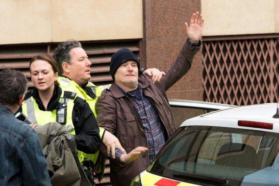 i-daniel-blake-2016-005-daniel-waving-under-police-escort