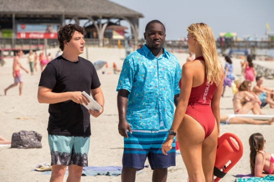 Jon-Bass-as-Ronnie-Graham-Hannibal-Buress-as-Dave-the-tech-Kelly-Rohrbach-as-CJ-Parker-in-BAYWATCH