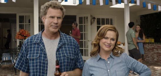 thehouse-willferrell-amypoehler-backyard