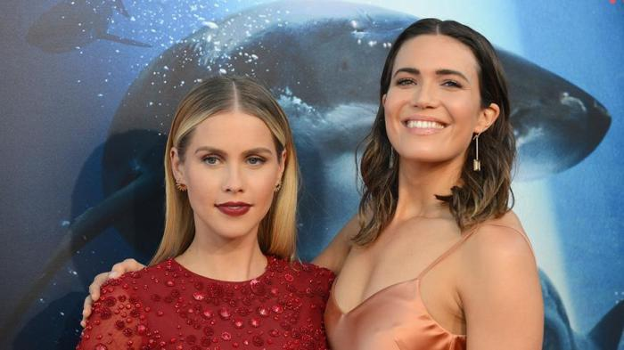 mandy-moore-claire-holt-47-meters-down-premiere