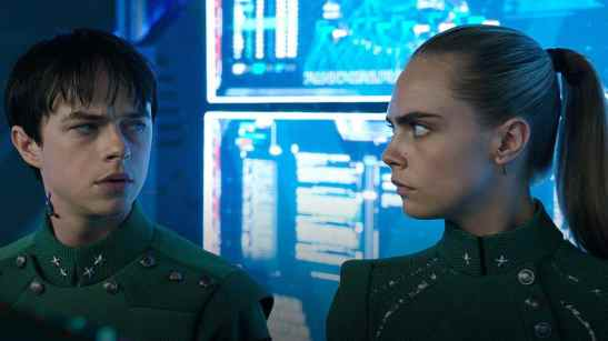 Dane-DeHaan-and-Cara-Delevingne-in-Valerian-and-the-City-of-a-Thousand-Planets-2017-990x557