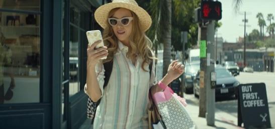 Ingrid-Goes-West-plaza-phone