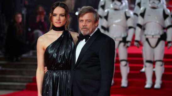635660-daisy-ridley-mark-hamill-star-wars-the-last-jedi-reuters