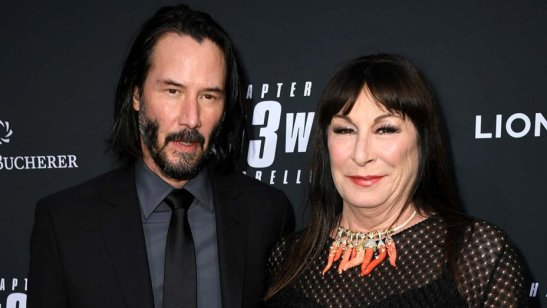 keanu_reeves_and_anjelica_huston-getty-h_2019_