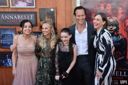 The-cast-of-Annabelle-Comes-Home-attends-the-premiere_1_1